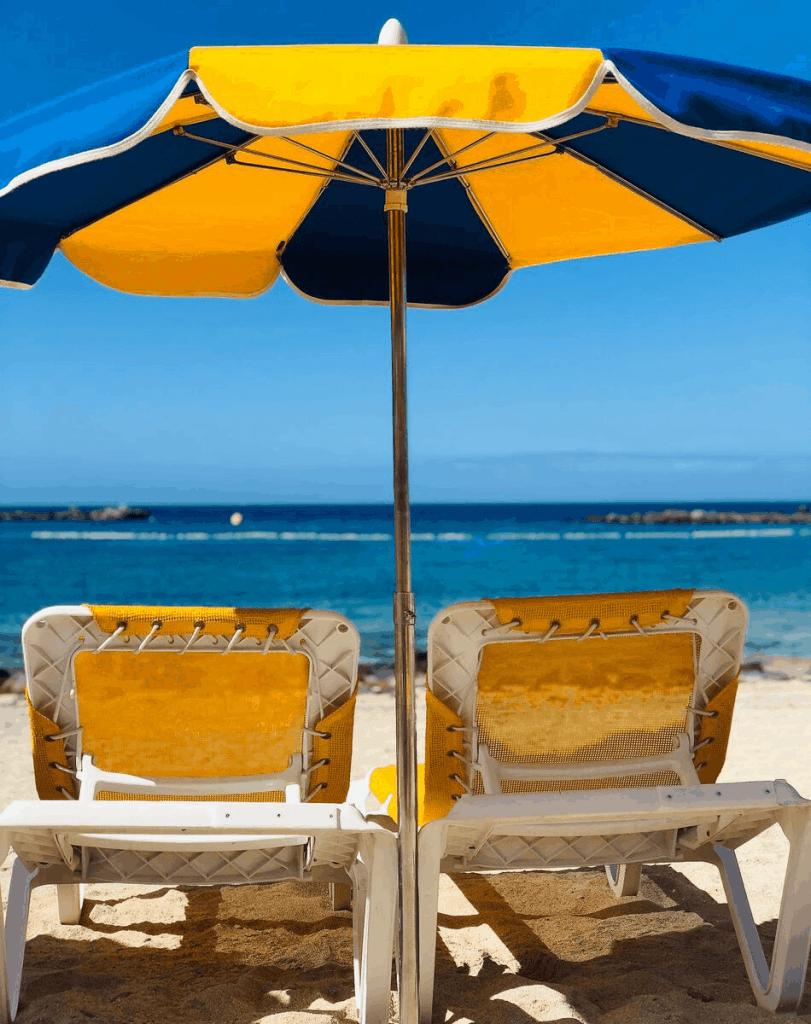 Zonnebedjes op Amadores mooiste stranden op Gran Canaria