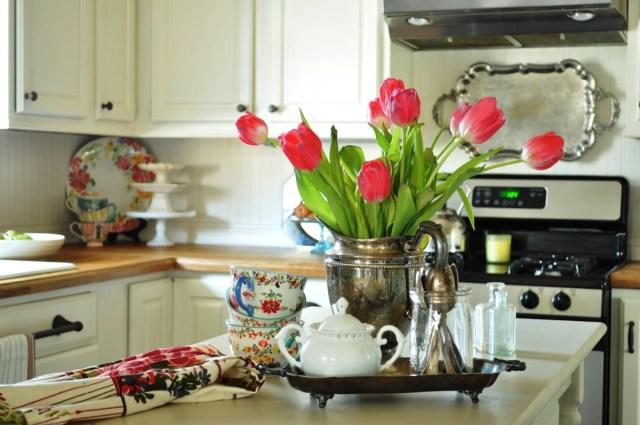 Bucataria ideala este bucataria personalizata vaza cu flori