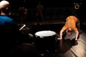 Emile in bridge position et Olavi drumming