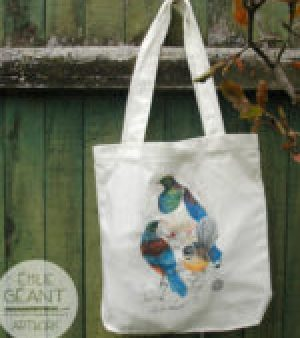 birds,Tui, Fantail, Wood pigeon, kereru, New Zealand, bird, kiwi, kiwiana, feather, wings, wild life, kiwiana,