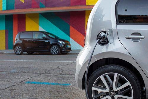 Seat Mii Electric con 260 km de autonomía WLTP desde 17.730 €. Dispone de carga en corriente continua a 40 kW.
