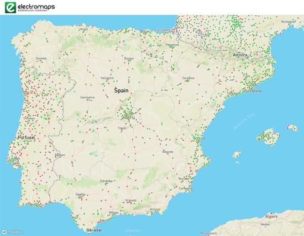 En este mapa de Electromaps se ven los puntos de carga de 11 kW o más potencia. En verde los activos.