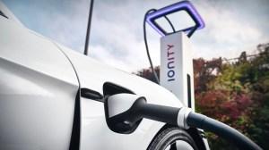 ¿Por qué no deberías comprar un coche eléctrico?