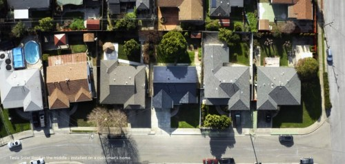 Tejado solar de Tesla en una urbanización