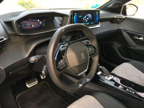 i-Cockpit 3D y pantalla multimedia del Peugeot e-208