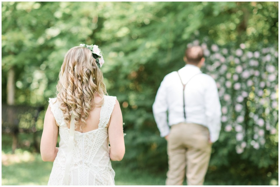 aldie-mill-rustic-chic-greenery-outdoor-wedding-photo-northern-virginia-wedding-photographer-emily-alyssa-wedding-photo-10.jpg