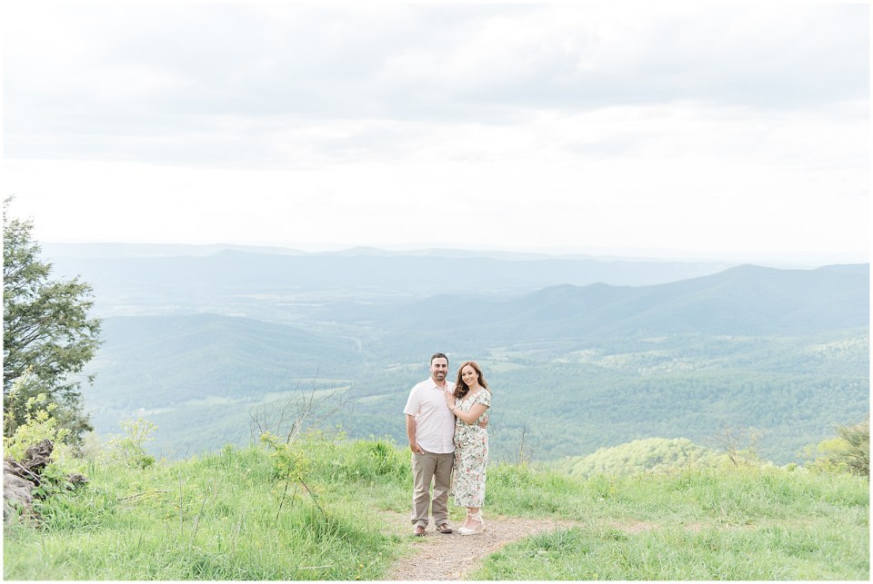 skyline-drive-jewell-hollow-overlook-engagement-photo