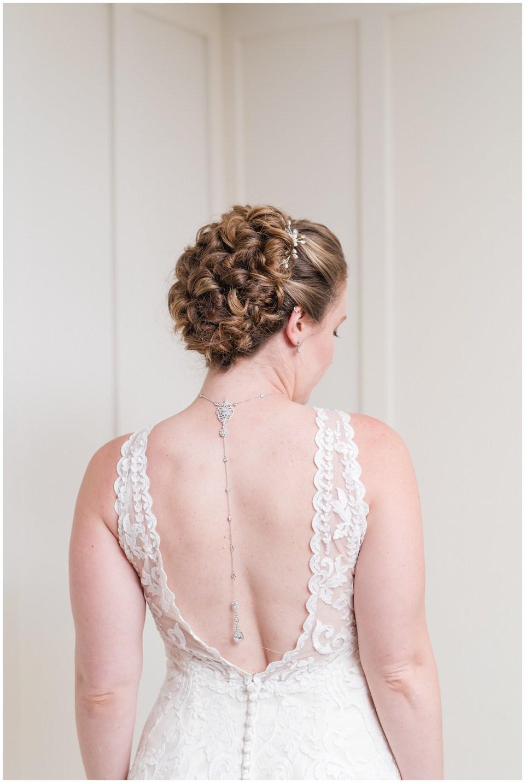 lace-wedding-dress-necklace-backdrop-photo