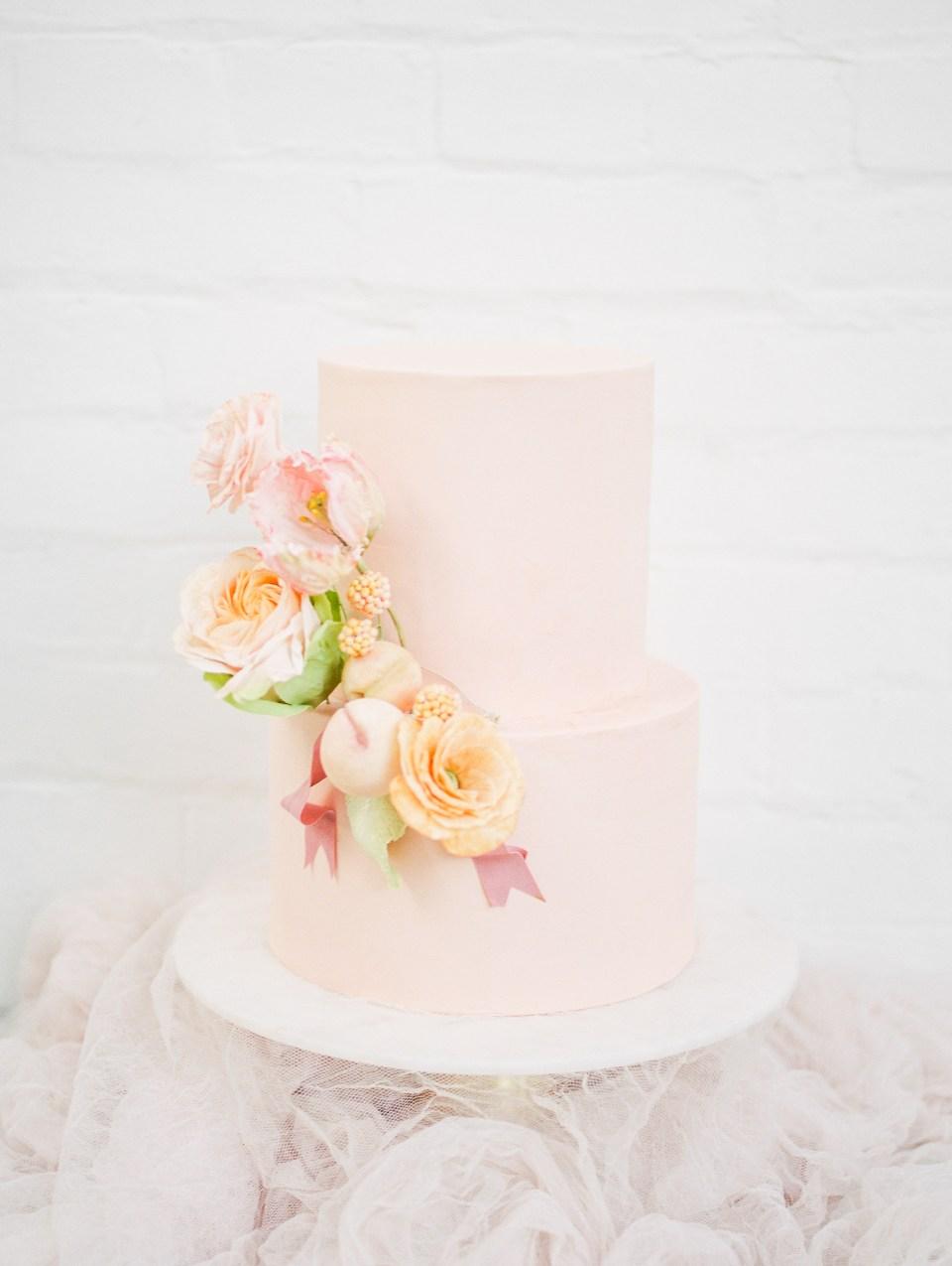 blush-modern-cake-organic-florals-wedding-photo