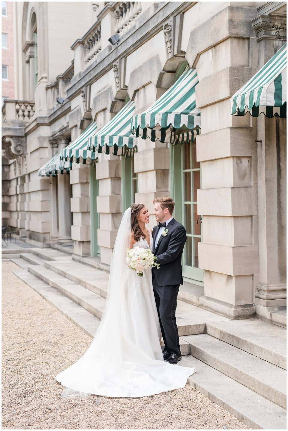Anderson-house-society-of-cincinnati-courtyard-fine-art-wedding-photos