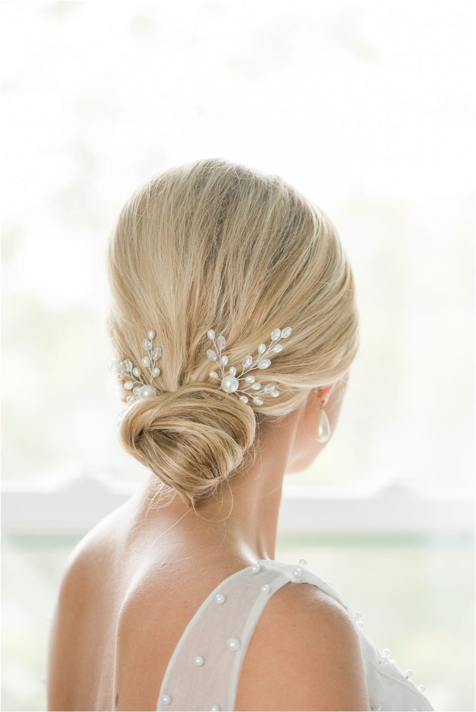 pearl hair piece wedding photo