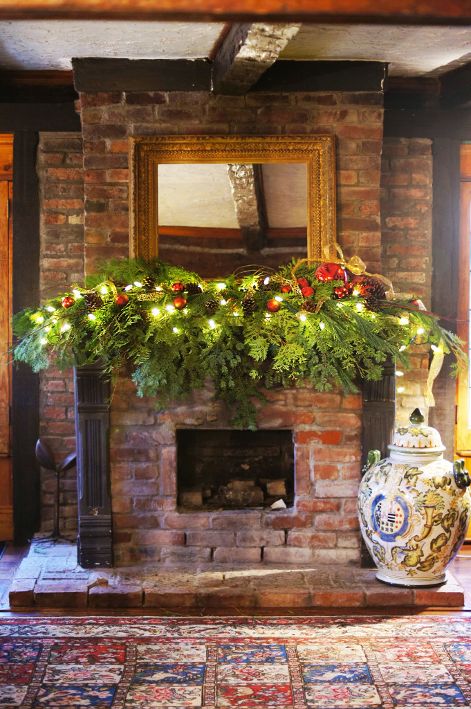 Fireplace Decorating for Christmas