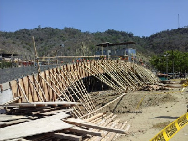 Puerto Lopez malecon bridge construction