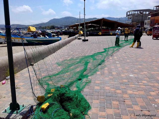 Fishing net artisans - Puerto Lopez, Ecuador