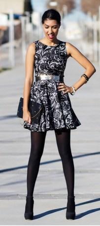 01_lookbook-para-trabalhar_look-de-inverno_vestido-estampado-e-meia-calc3a7a-preta