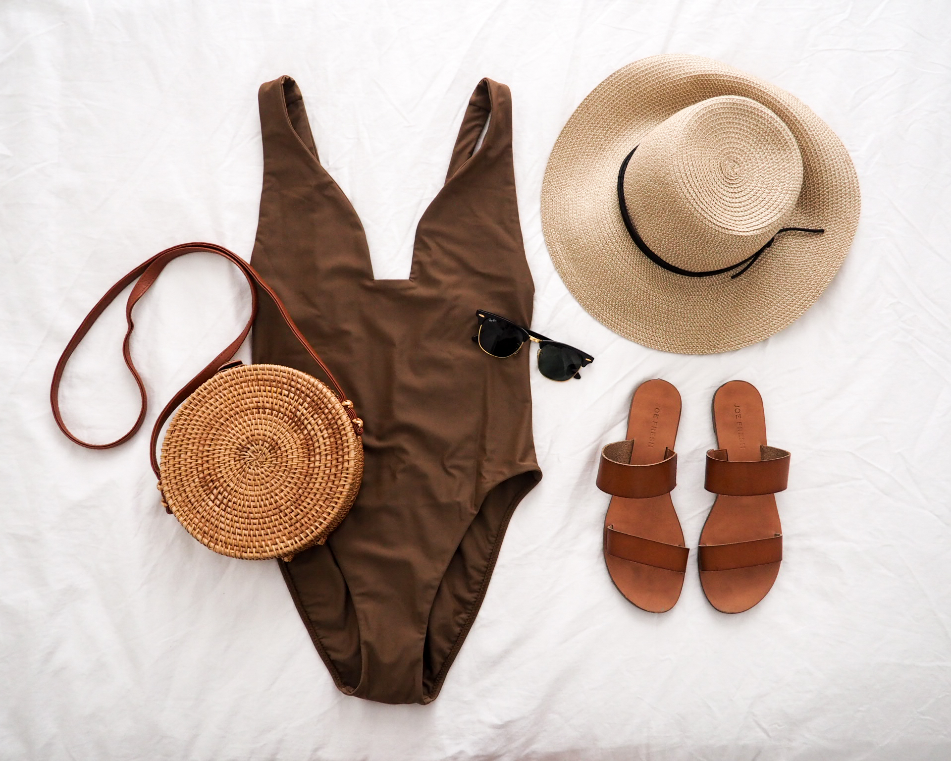 What's in My Summer 2019 Travel Capsule Wardrobe - Emily Lightly