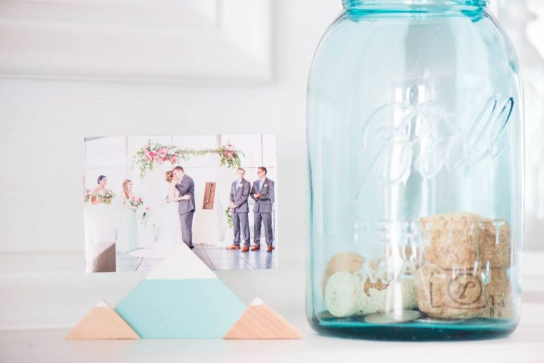 Wooden Mountain Photo Holder from Shophumble