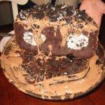 messy cake extraordinaire
