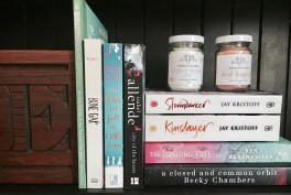 Please take note of the pretty candles from The Book Hangover Store - so yummy!
