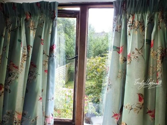 whats-on-my-windowsill-curtains