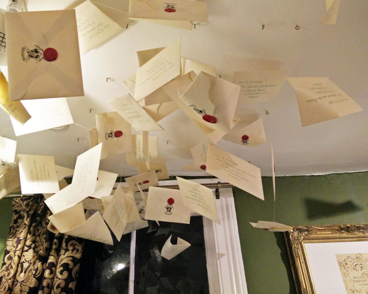 hogwarts-letters-ceiling
