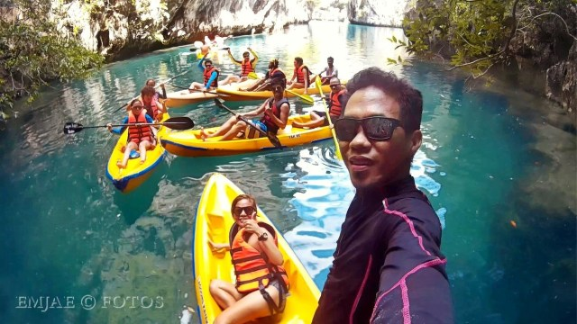 Kayak Group Small Lagoon El Nido Palawan Island Hopping