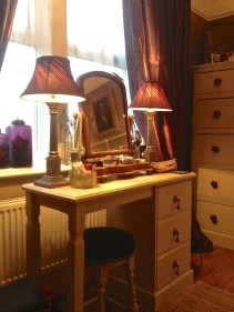 Dressing table and chest of drawers upcycled in chalk paints.