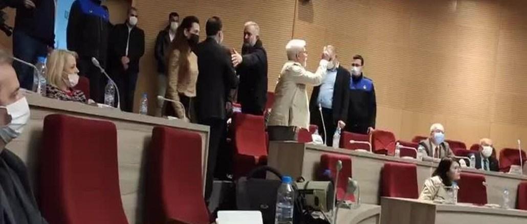 Gaziemir Belediye Baskani Arda Kendi Meclis Uyesini Meclisten Kovdu