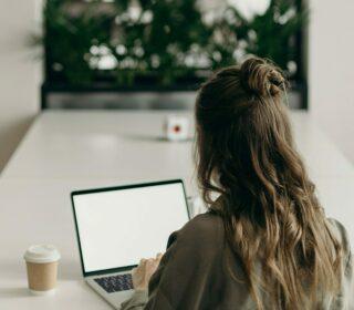 woman-using-laptop-4065624