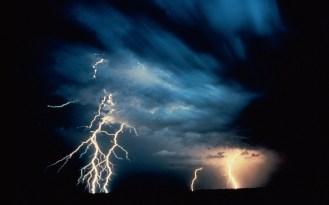 Lightning-thunderstorm-vista-background