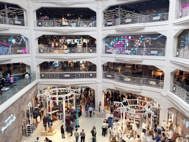 Madrid Sunshine Primark Shopping Gran Via