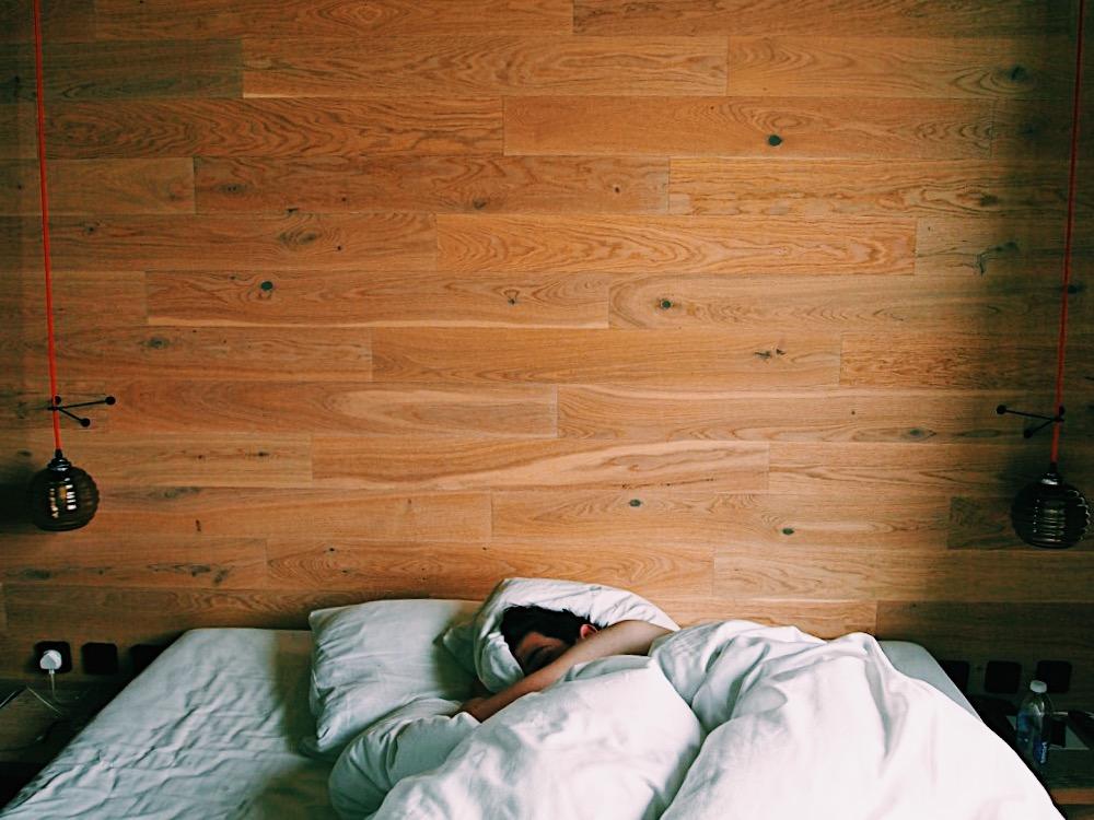 Berlin-25hours-hotel-room-junglem-bed-sleep
