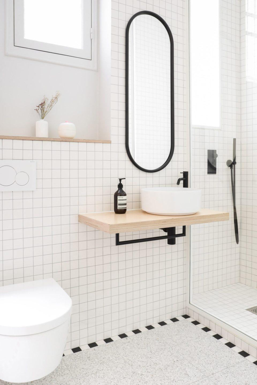 minimal gird bathroom