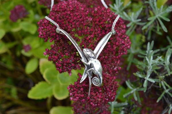 Chameleon-Necklace-4---Emma-Keating-Jewellery