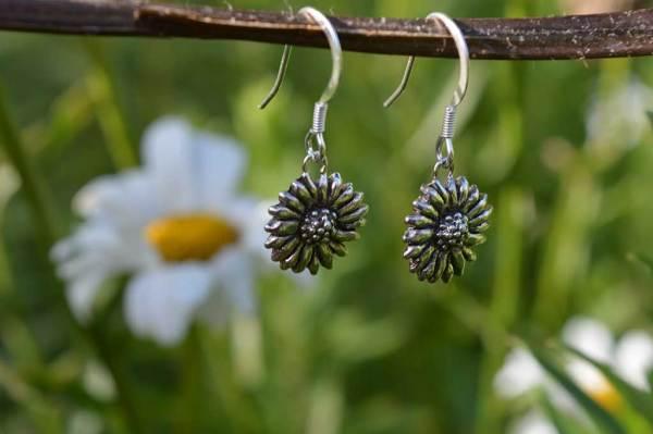 Daisy Earrings (drop), Emma Keating Jewellery