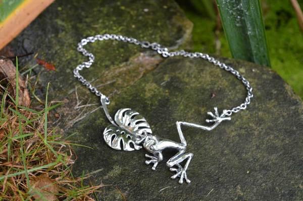 Frog-&-Leaf-large-3---Emma-Keating-Jewellery