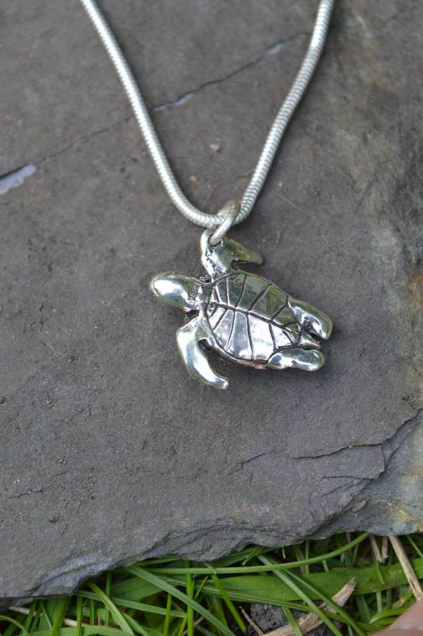 Turtle-Pendant-2---Emma-Keating-Jewellery