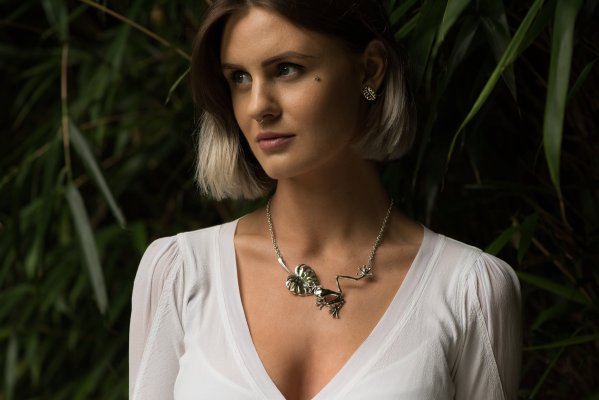Frog & Leaf Necklace L - Emma Keating Jewellery CW2