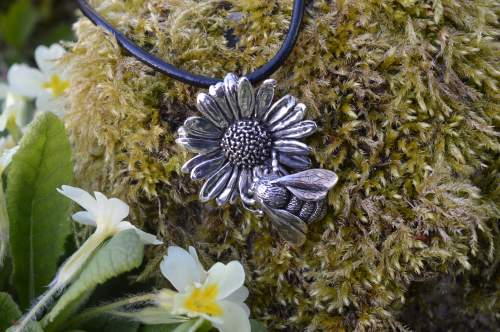 bumblebee on oxeye daisy pendant by Emma Keating Jewellery