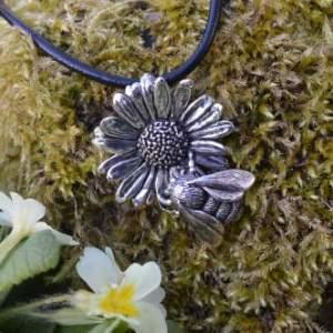 bumblebee on oxeye daisy pendant by Emma Keating Jewellery