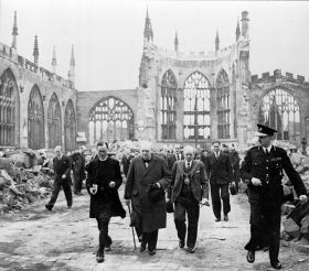 Winston_Churchill_at_Coventry_Cathedral_cph.3a18421