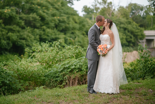 bride and groom kiss | photo: Photos by Kristopher | via http://emmalinebride.com