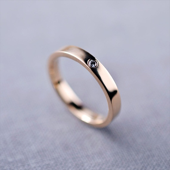 Recycled Wedding Rings: 14k gold recycled diamond ring
