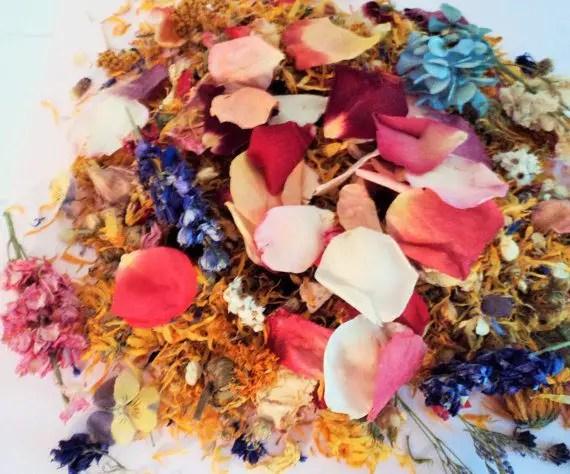 wedding ceremony toss confetti