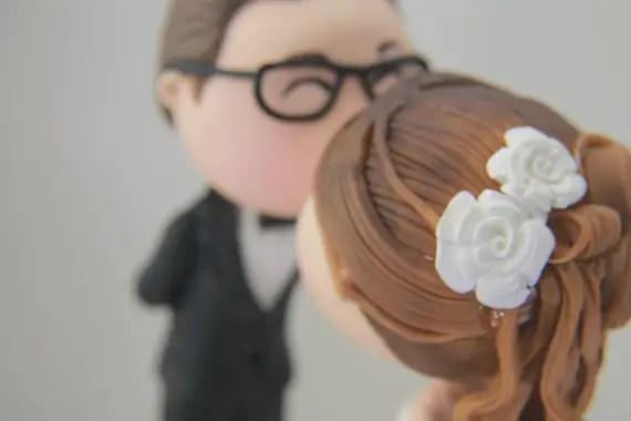 figurine cake topper - kissing - detail of bride's hair