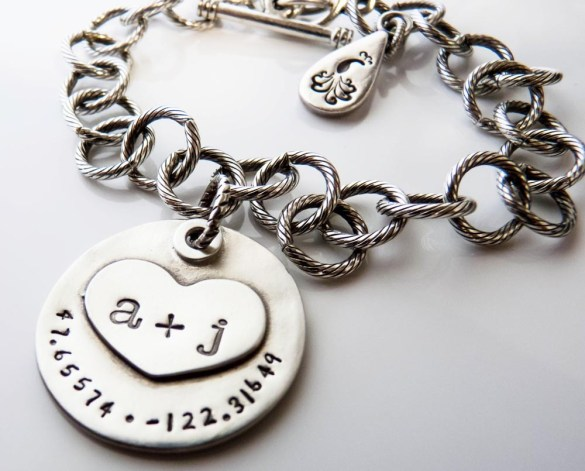 This Charm Bracelet Makes a Sweet Gift for the Bride