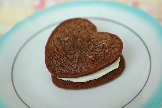 heart shaped woopie pie