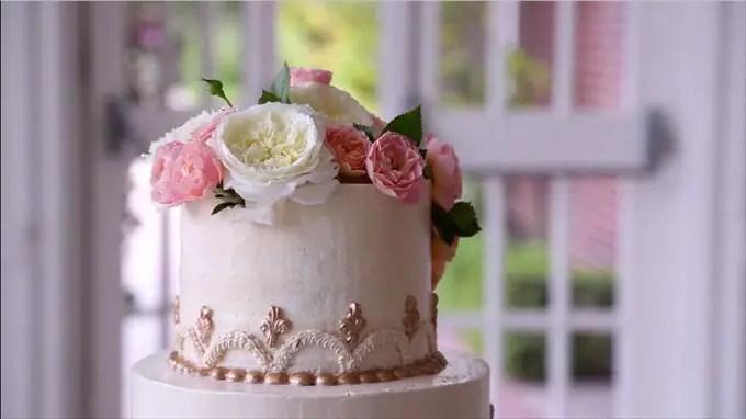 wedding cake pink flowers kohl mansion | A Luxurious Wedding at the Kohl Mansion (California Weddings) | http://www.emmalinebride.com/real-weddings/a-luxurious-wedding-at-the-kohl-mansion-real-wedding-video/ | Film (Wedding Video): Baby Blue Film