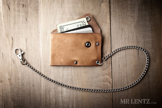 leather chain wallet | via 40+ Best Leather Groomsmen Gifts for Weddings | http://emmalinebride.com/gifts/leather-groomsmen-gifts/