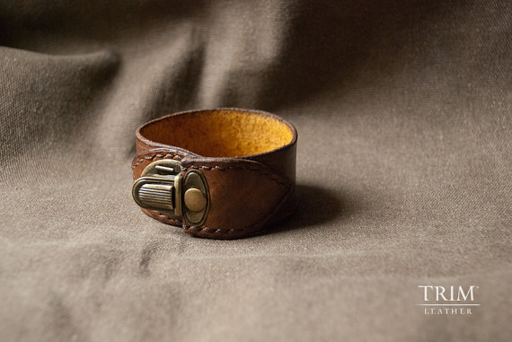 leather cuff bracelet by trimleather | via 40+ Best Leather Groomsmen Gifts for Weddings | http://emmalinebride.com/gifts/leather-groomsmen-gifts/
